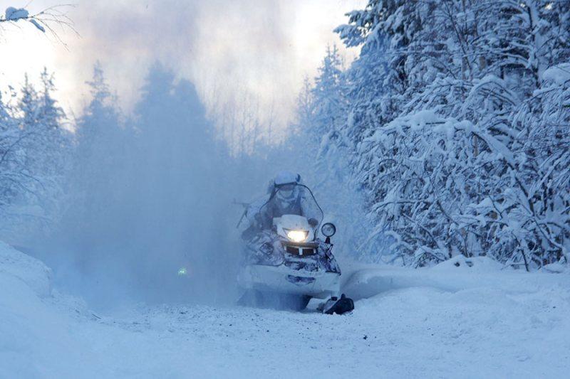 Управление снегоходом в тумане