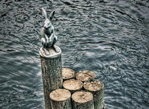 Памятник зайцу на Заячьем острове