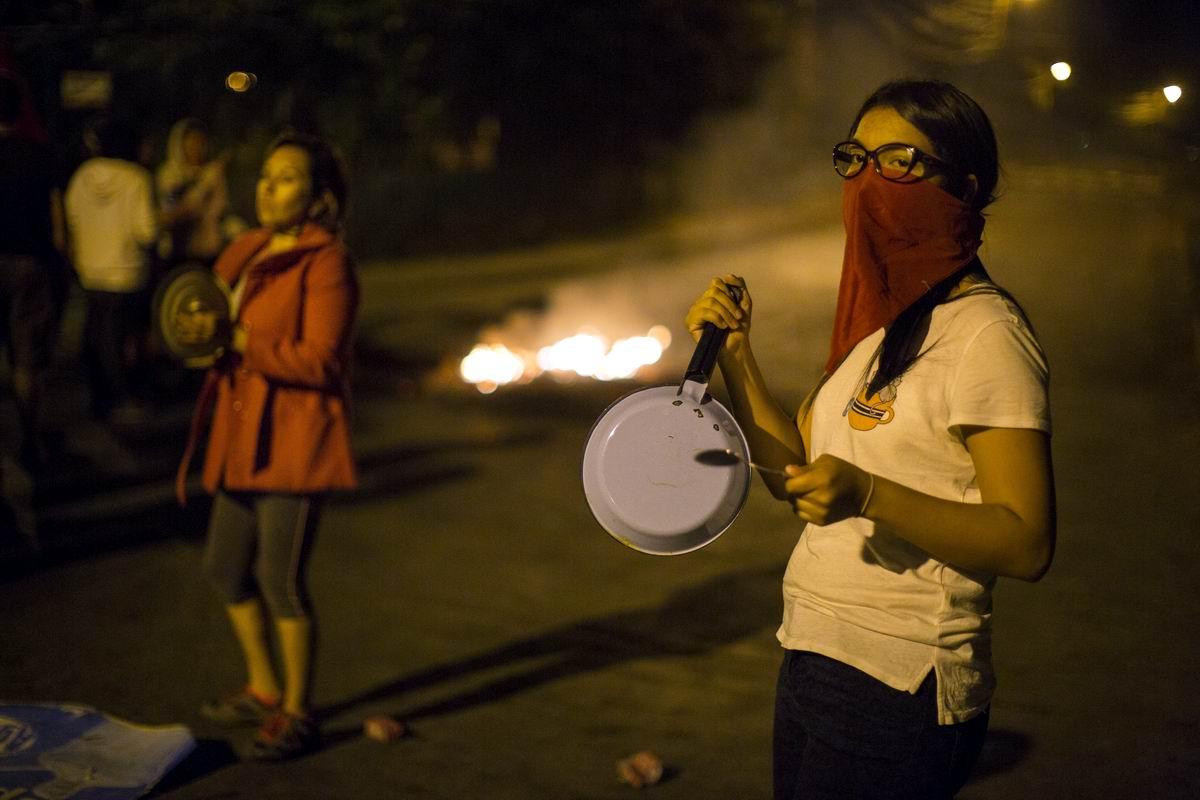 Под бряцанье кастрюль и поварешек: Особенности гондурасского уличного протеста