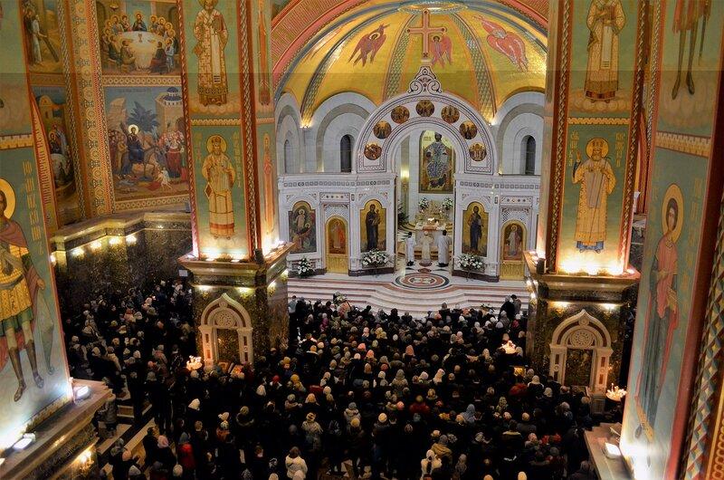 Архиепископ Серафим совершил Рождественские богослужения в Кафедральном соборе Христа Спасителя