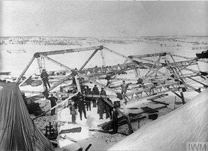 Строительство ангара RAF в заснеженных полях вблизи Мурманска, начало 1919