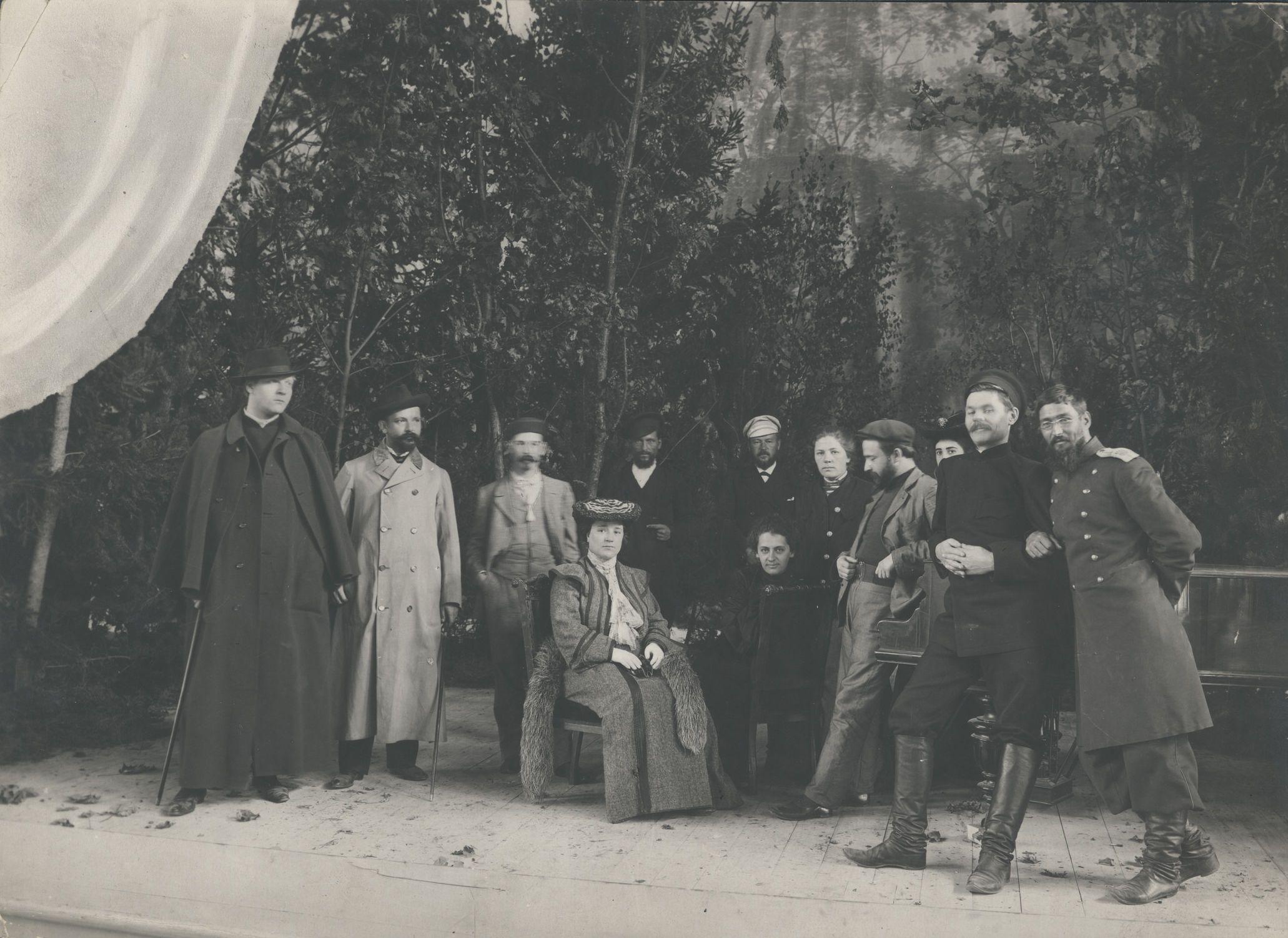 1903. Группа организаторов строительства Народного дома после концерта Ф. И. Шаляпина.