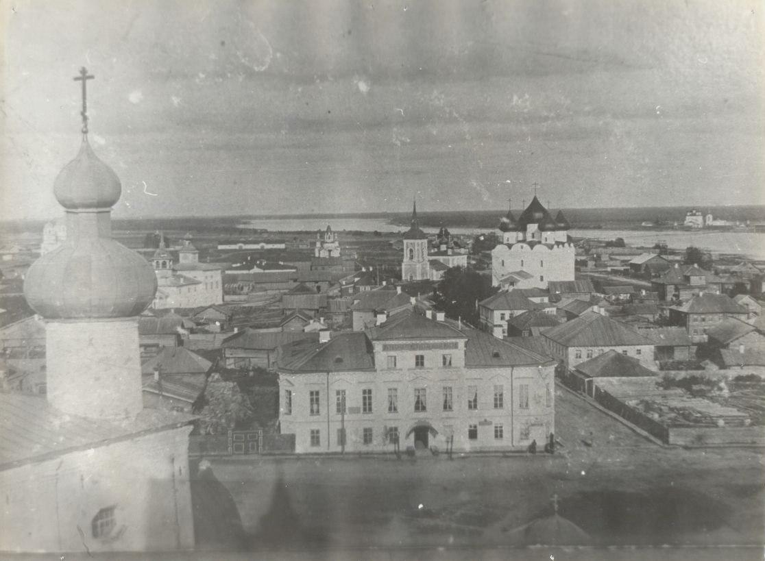 Вид с Соборной колокольни на Присутственные места и Предтеченскую  улицу