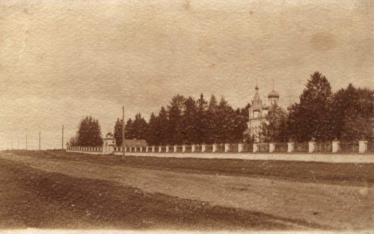 Церковь Федора Стратилата на городском кладбище