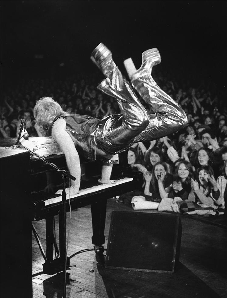 1973. Элтон Джон
