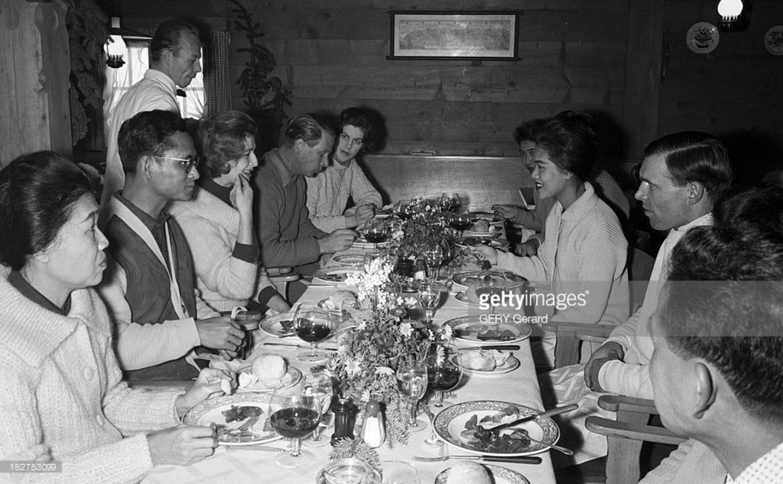 1961. Король Рама IX и королева Сирикит отмечают Новый год в Гштааде, Швейцария