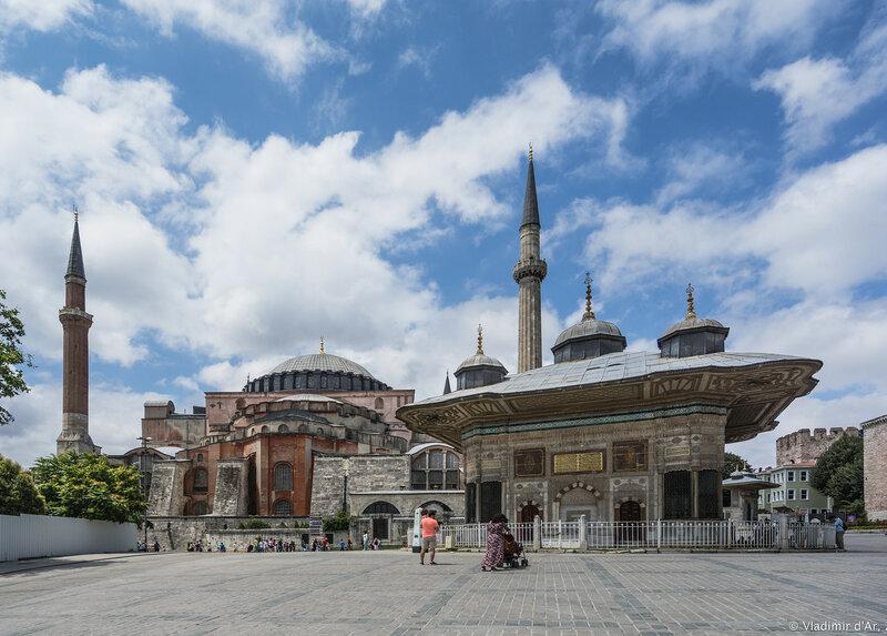 Дворец Топкапы в Стамбуле. Айя-София и Фонтан Ахмеда III.
