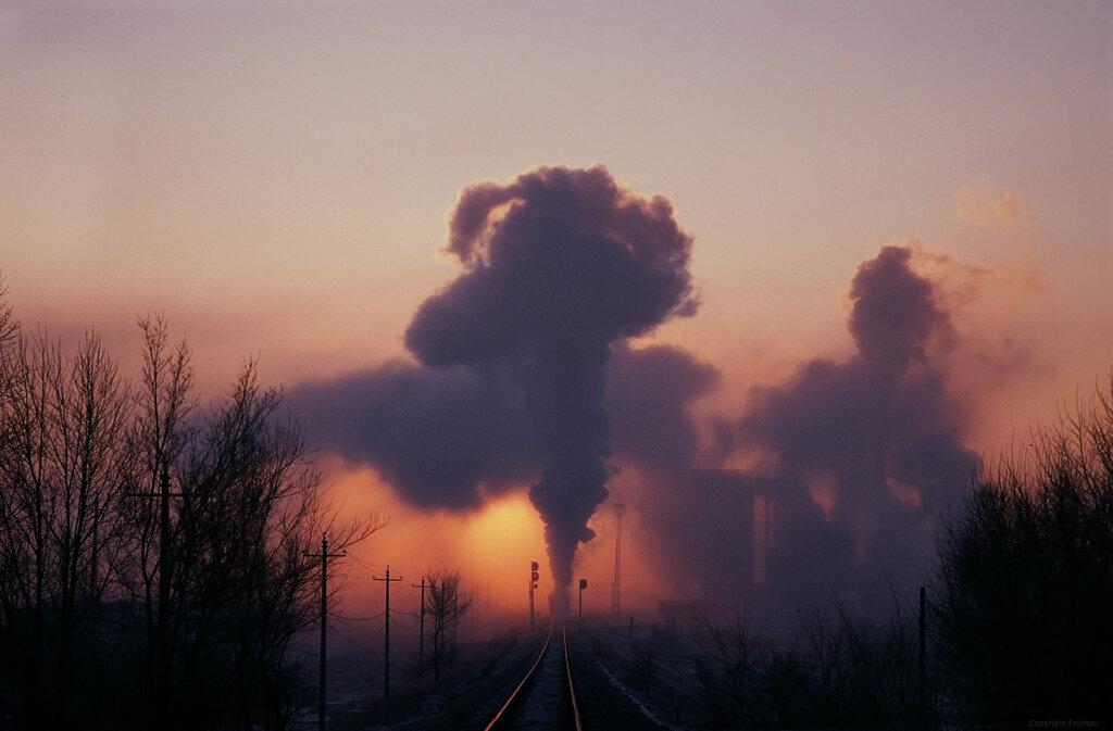 Sunrise at the coal washery. China, Jan. 2007 (scanned slide) - Frühtau
