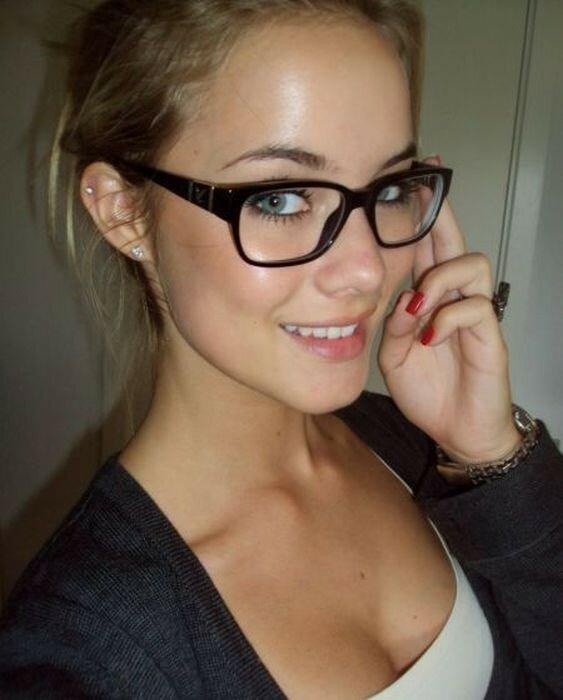 0 17a752 49685c65 XL - Красивые девушки в очках: фото