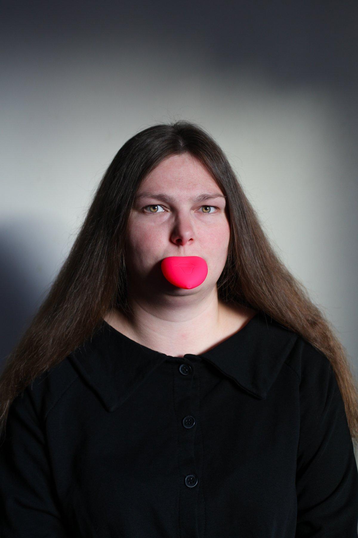 Плампер — присоска для губ — популярное приспособление. Губы всасываются в силиконовый кулачок, к ни