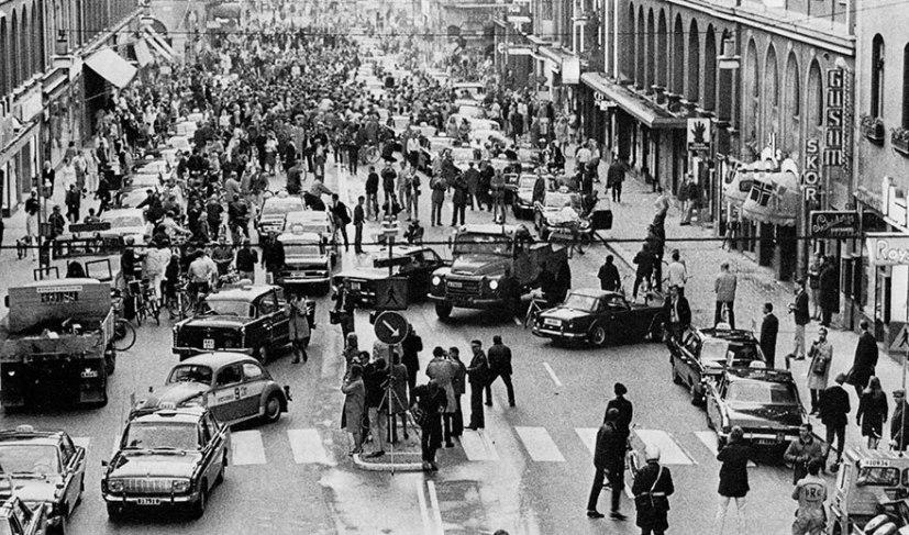 1961 год, жители Западного Берлина показывают детей родителям, оставшихся на восточной сторо