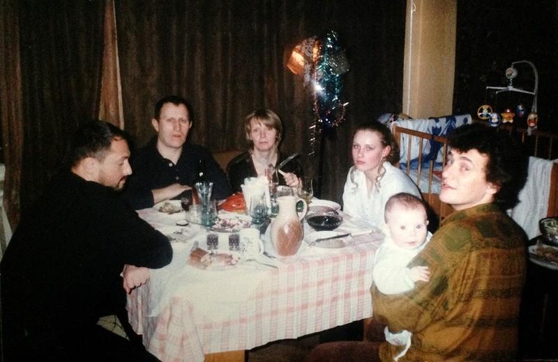 Леонид Федоров с ребенком на руках. Мимишность этого снимка зашкаливает. Однако Сергей Фирсов (завед