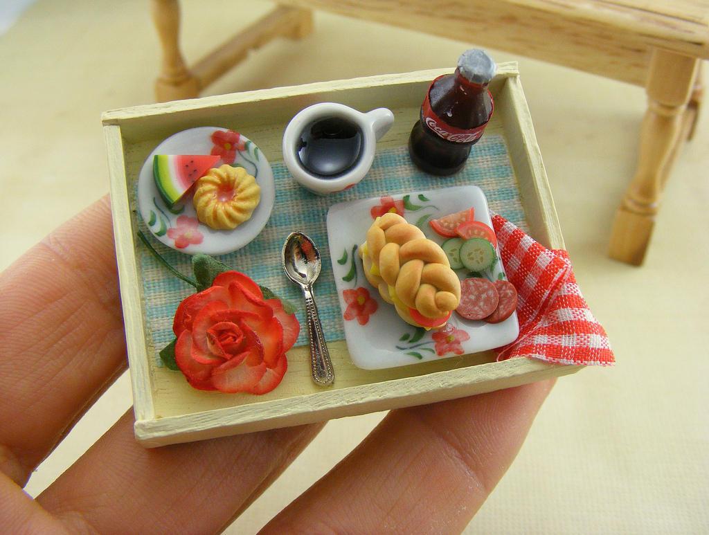 6. Вдохновения для лепки миниатюрной еды вокруг очень много. Шоу Д. Оливера, журналы, вырезки и кули