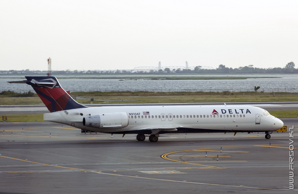 B-717_N910AT_Delta_Air_Lines_1_JFK_resize (2).jpg