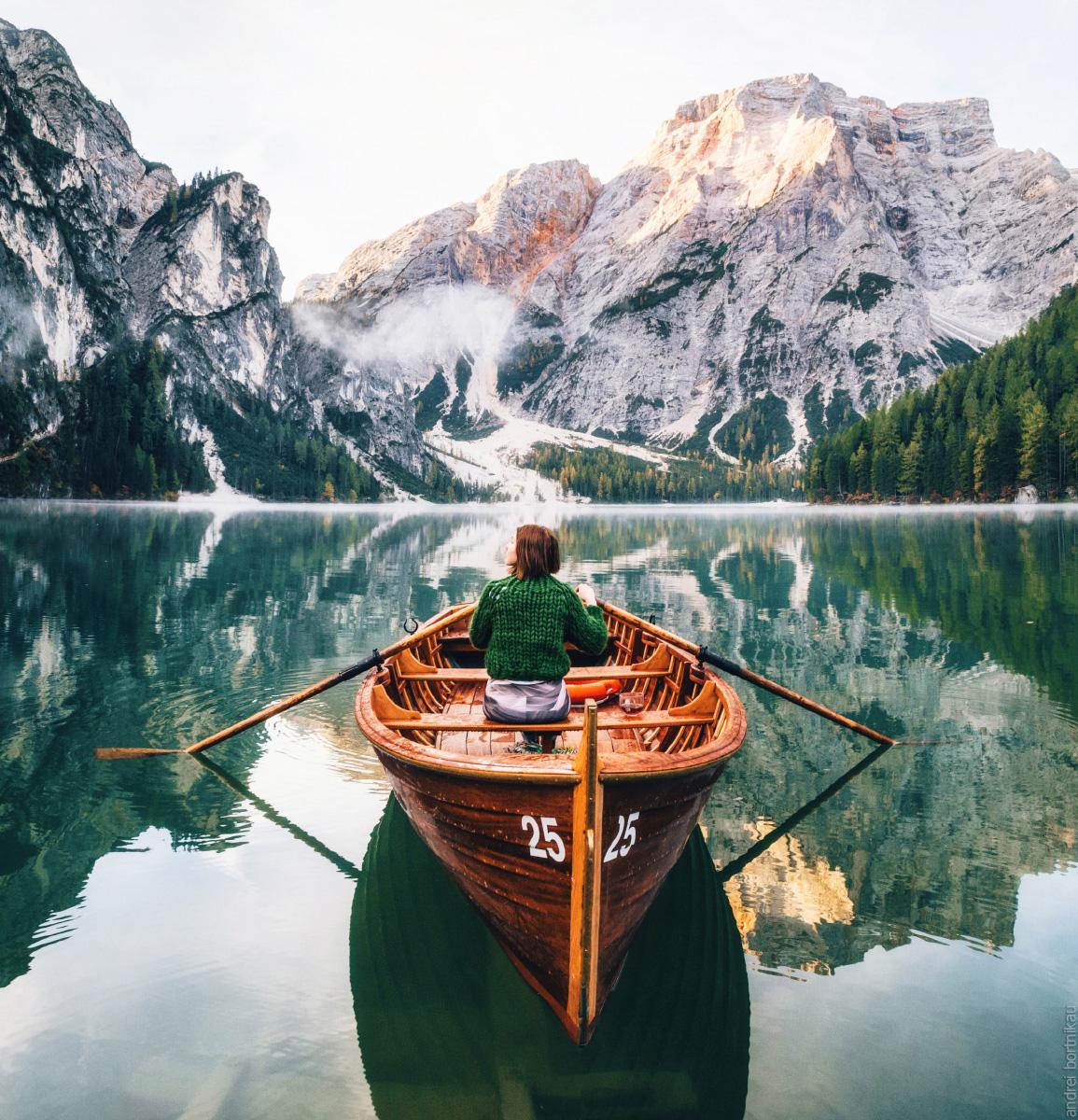 Озеро Брайес в доломитовых Альпах Италии