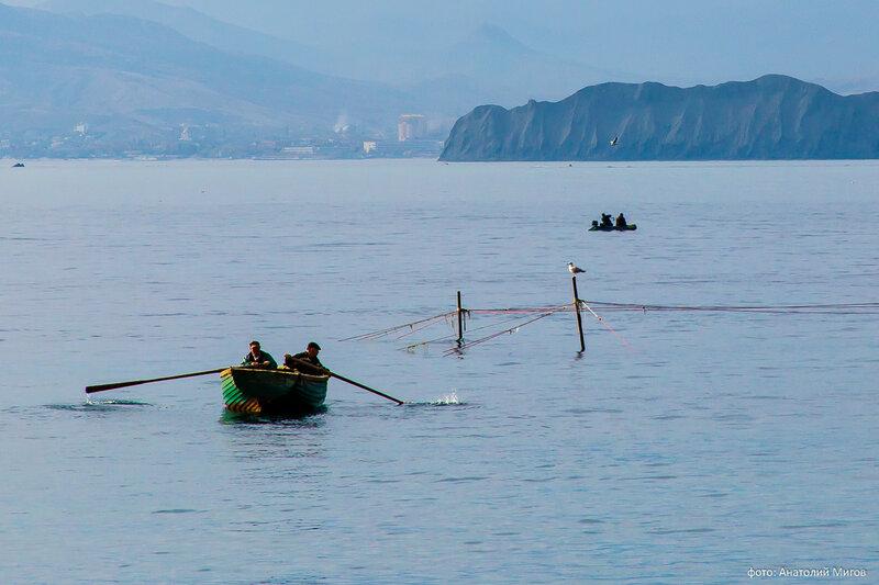 Рыбаки в бухте Провато