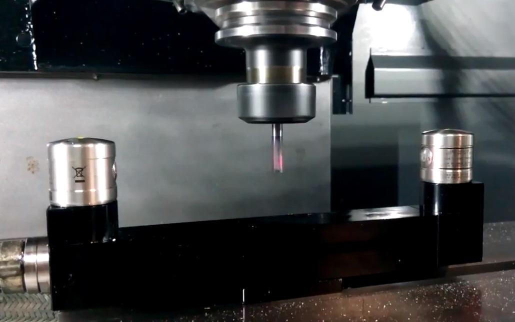 Измерение параметров режущего инструмента с помощью лазерного длинномера
