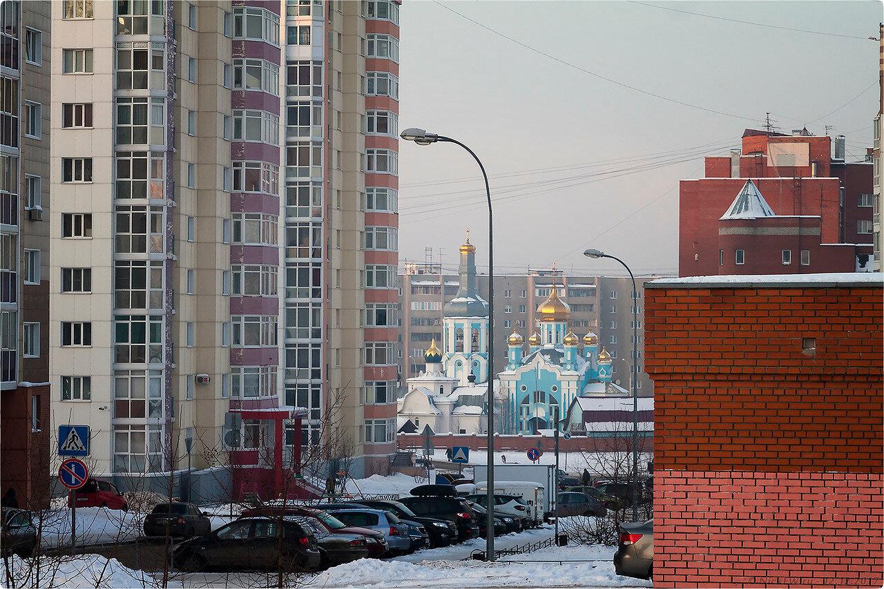 Вид на церковь от дома Дружбы 3Б [© NickFW - 12.12.2017]