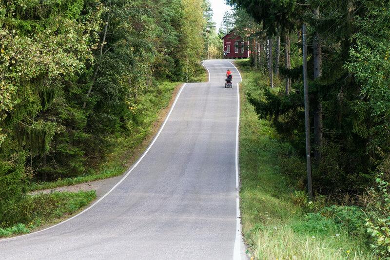 дорога Marjoniementie вдоль озера Ruotsalainien