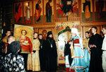 Митрополит Кирилл преподносит в дар собору икону великомученика Пантелеймона