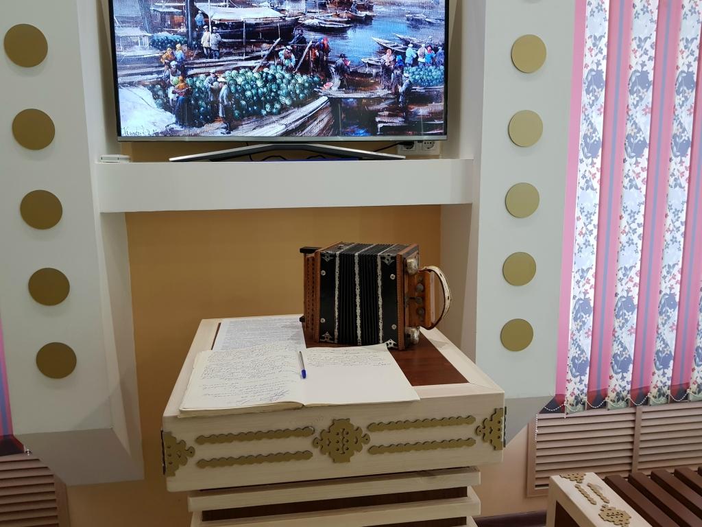 Самый популярный музыкальный инструмент на дискотеках Саратова прошлого столетия 20171102_105403.jpg