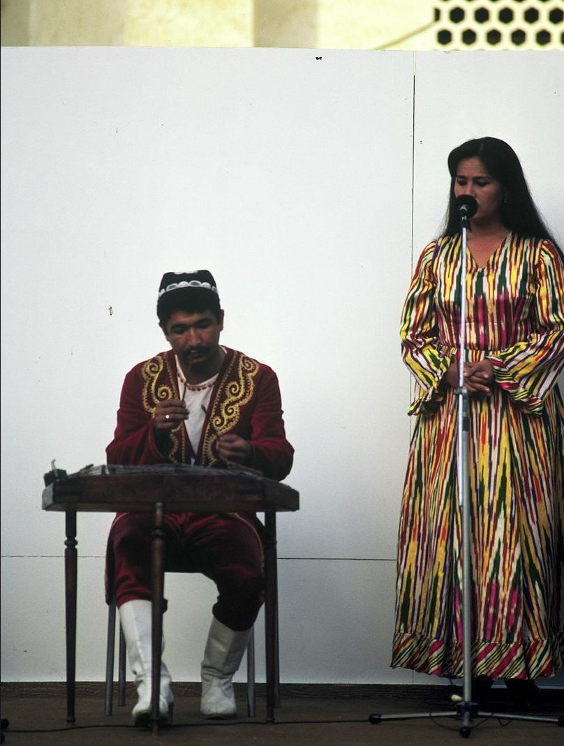 Самарканд. Музыкант и танцовщица