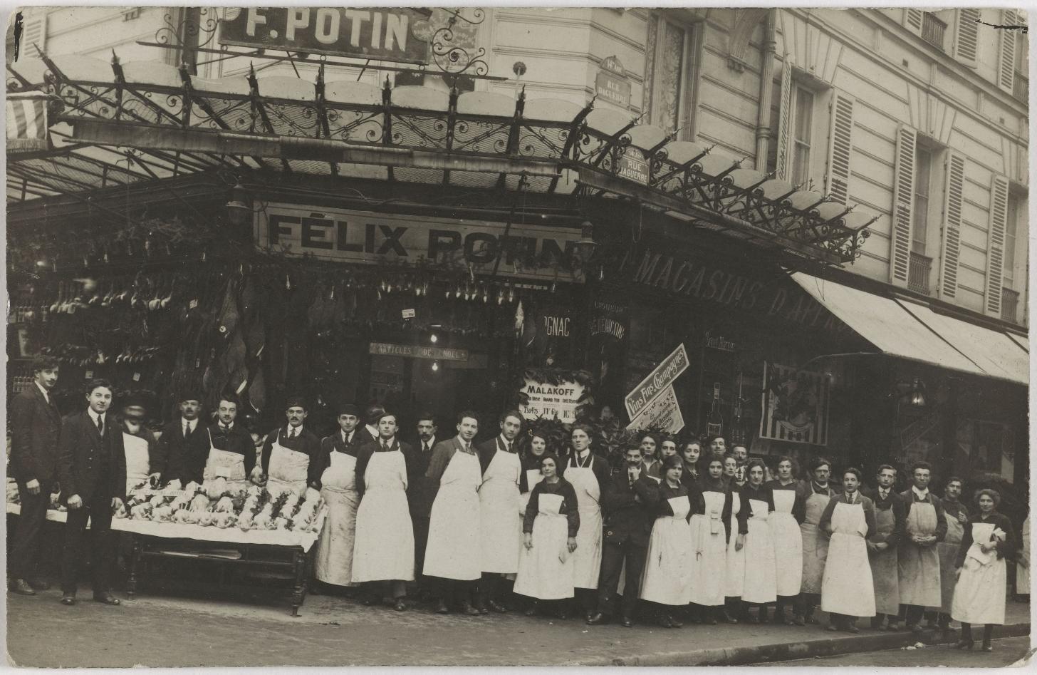 1924-1925. Продуктовый магазин. Дом Феликса Потина. 2, rue Daguerre (14-й округ). Сейчас на этом месте кафе