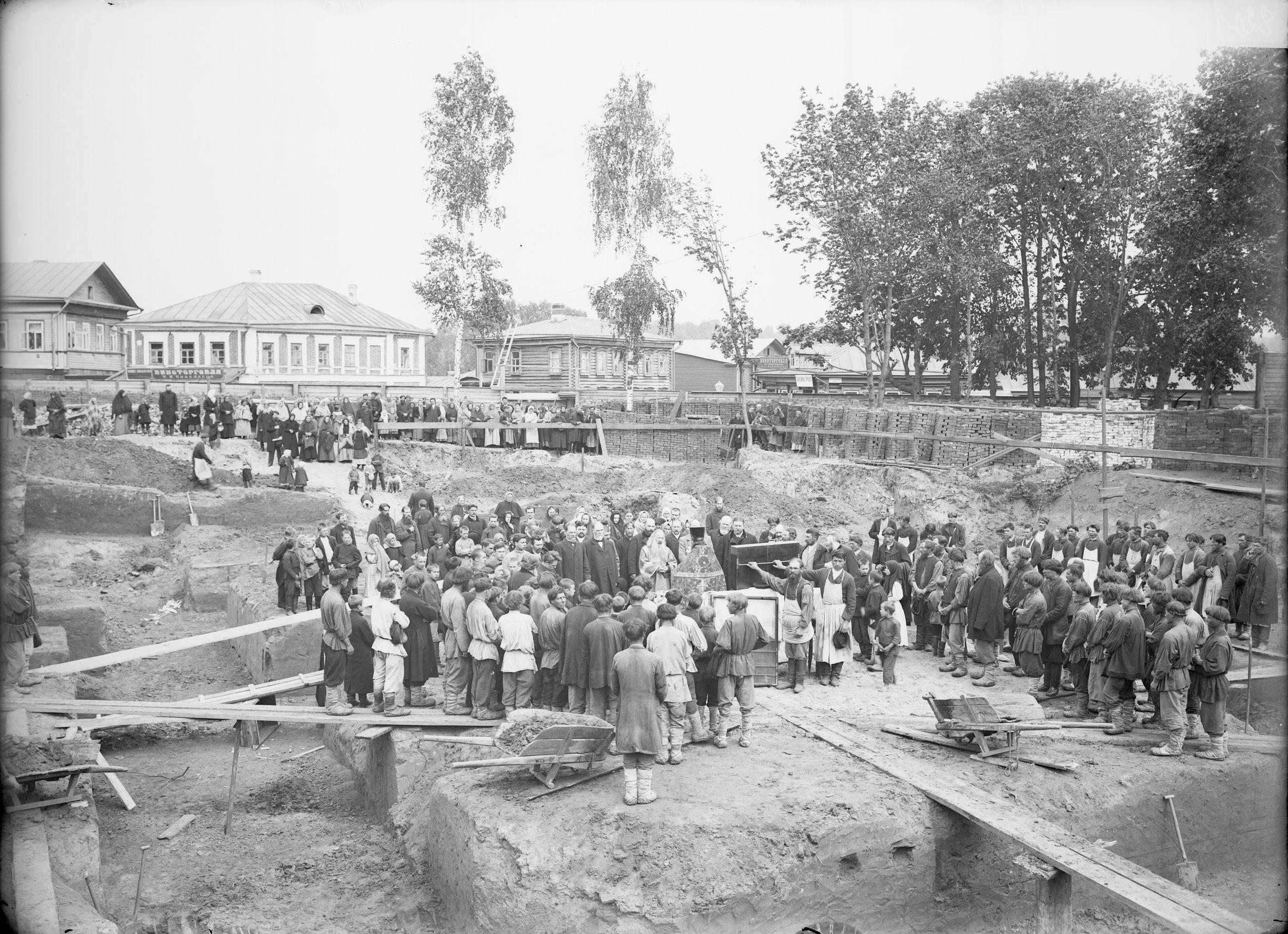 1902. Молебен по случаю закладки Спасской церкви