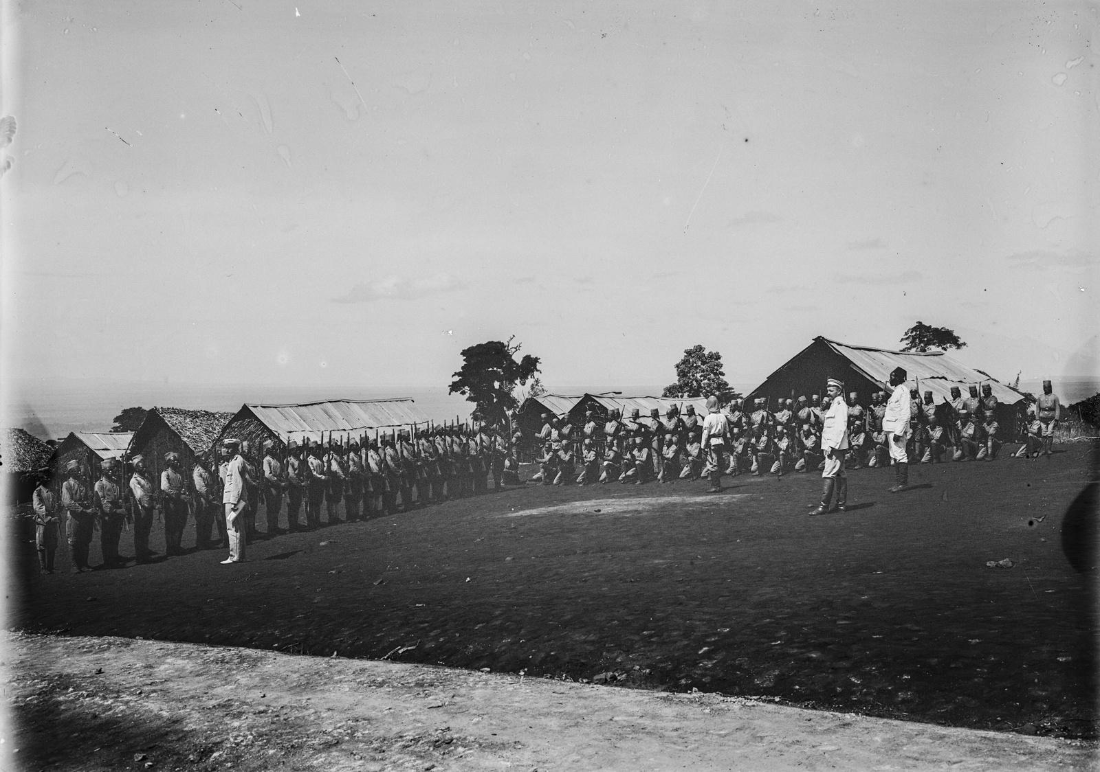 108. Станция немецкого общества Восточной Африки (ДОАГ) в Моши. Солдаты немецких колониальных войск