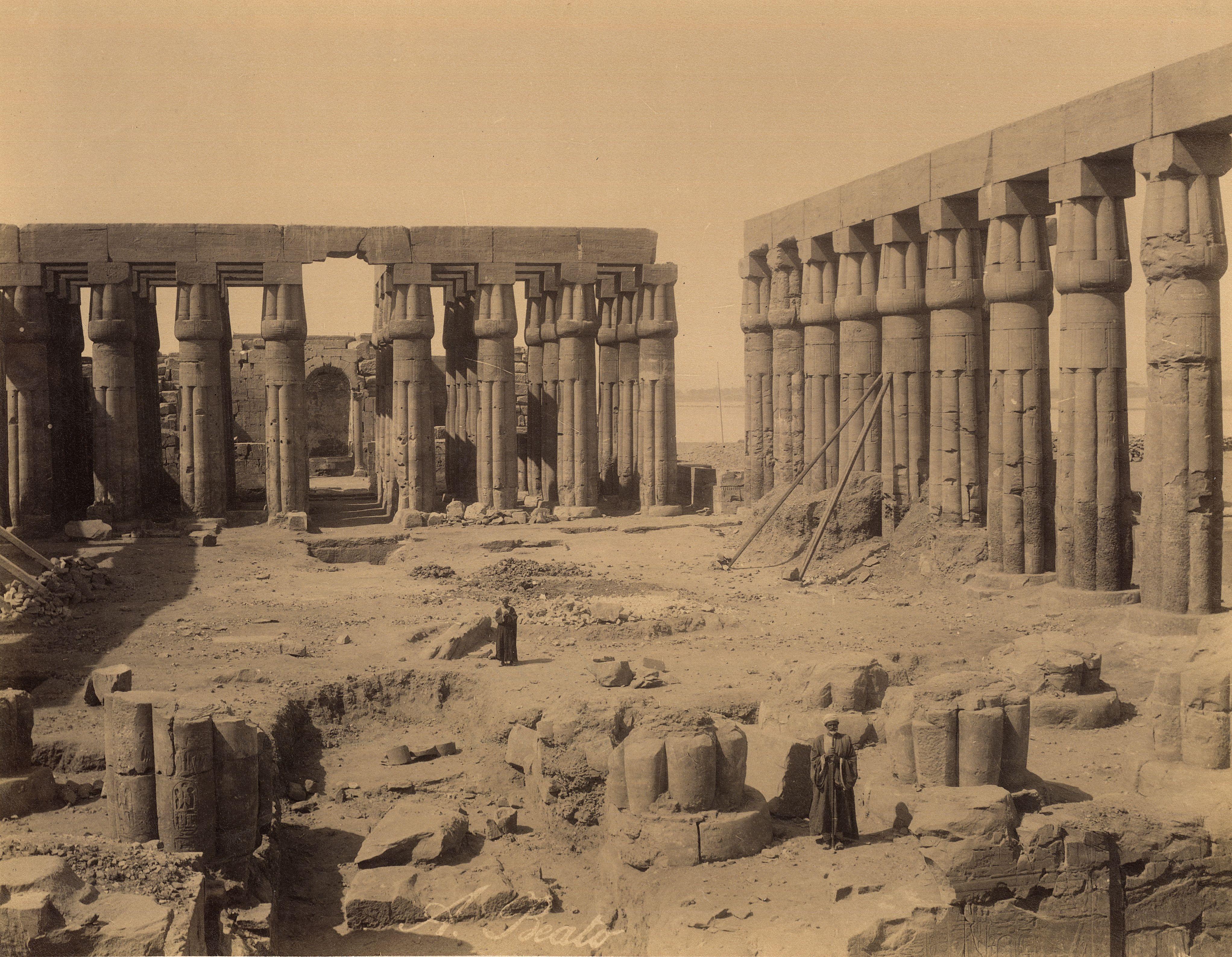 Луксор. Двор Аменхотепа III в храме