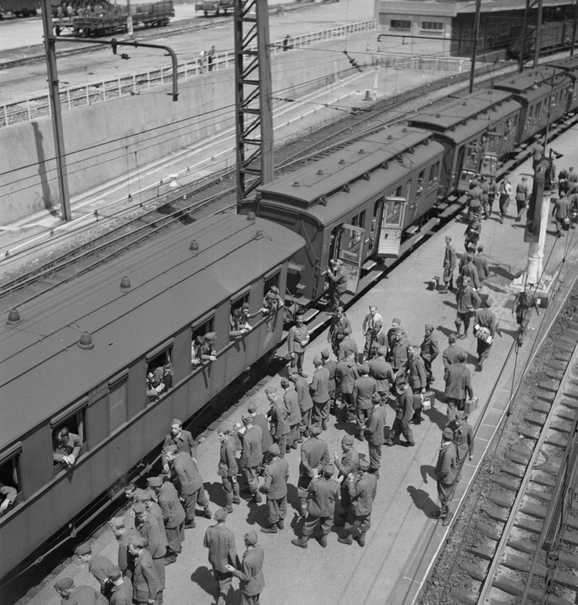 44. Посадка в поезд