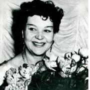 певица с цветами
