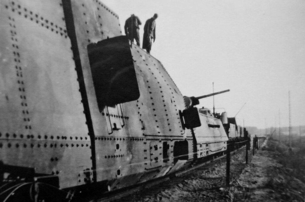 Брошенный советский бронепоезд. 1941 год.