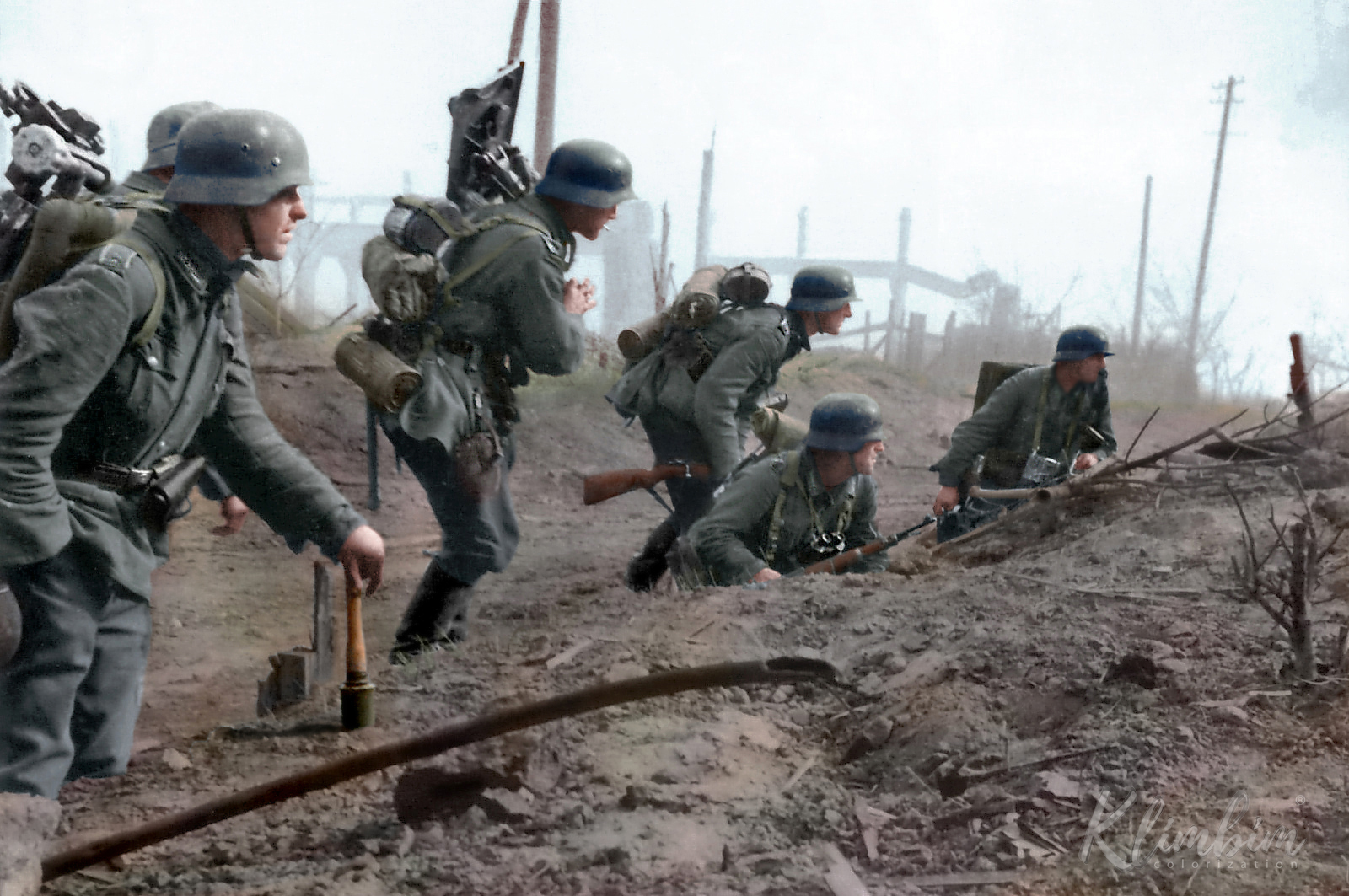 German troops of the 6th Army move into the suburbs of Stalingrad, late Sept 1942