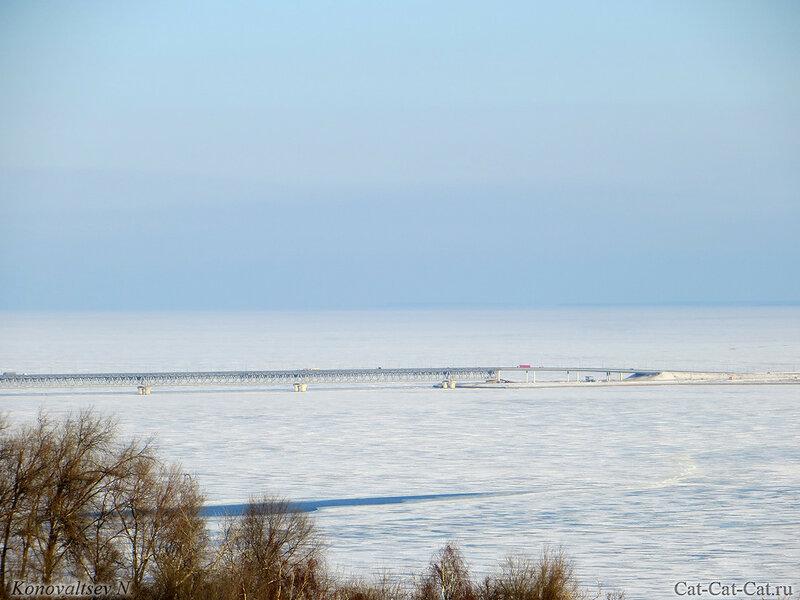 Президентский мост через замерзшую Волгу