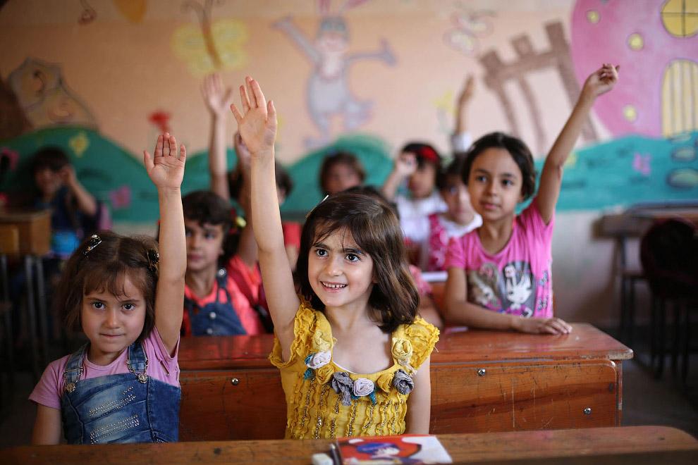 15. Урок в начальных классах. (Фото Zohra Bensemra   Reuters):