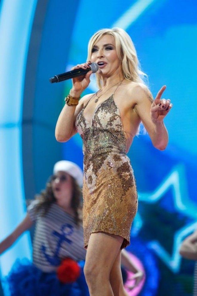 Татьяна Овсиенко стала певицей именно благодаря фонограмме. Она была костюмершей в группе