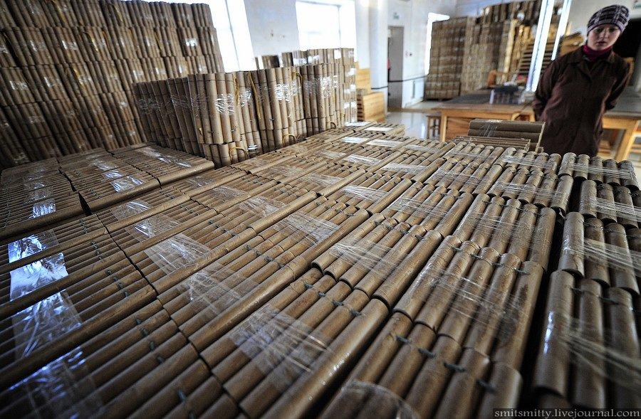 Фейерверки, которые производит приморский завод, на 90% сделаны из российского сырья. Порох поставля