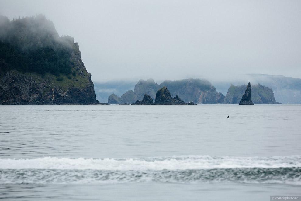23. Туман стелился над водой и словно вуаль скрывал рельеф островов. Было сложно понять и осознать,