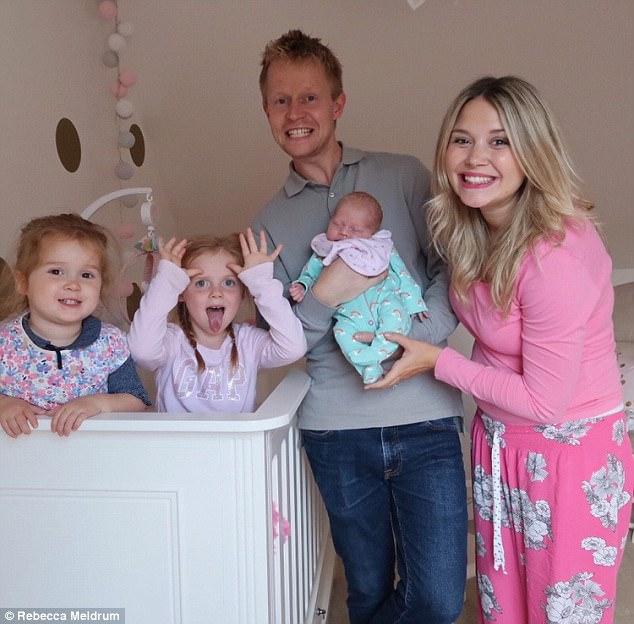 Ребекка и Ли Мелдрум с детьми.   Кто же знал, что кто-то будет смотреть на обычную жизнь мамы,