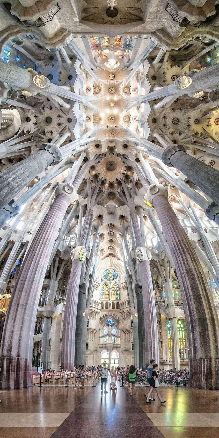 Итальянский фотограф снимает вертикальные панорамы, чтобы подчеркнуть красоту архитектуры