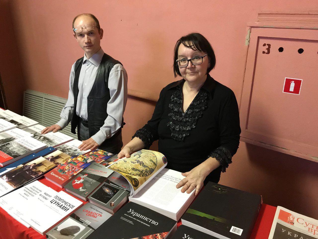 20171021_17-36-Открылась книжная выставка на брянской конференции по истории-pic1