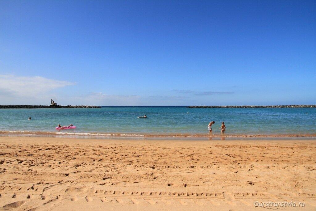 Песчаные пляжи на Плайя де лас Америкас, описание и фото