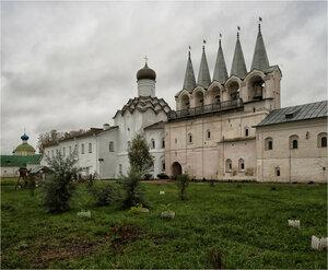Колокольня и Покровская церковь