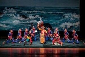 Сегодня во Владивостоке состоялась премьера уникальной Пекинской оперы