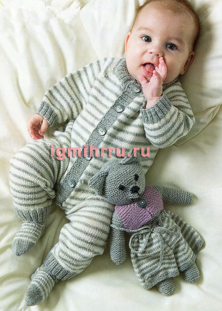 Для малыша 3-12 месяцев. Полосатый теплый комбинезон и носки. Вязание спицами
