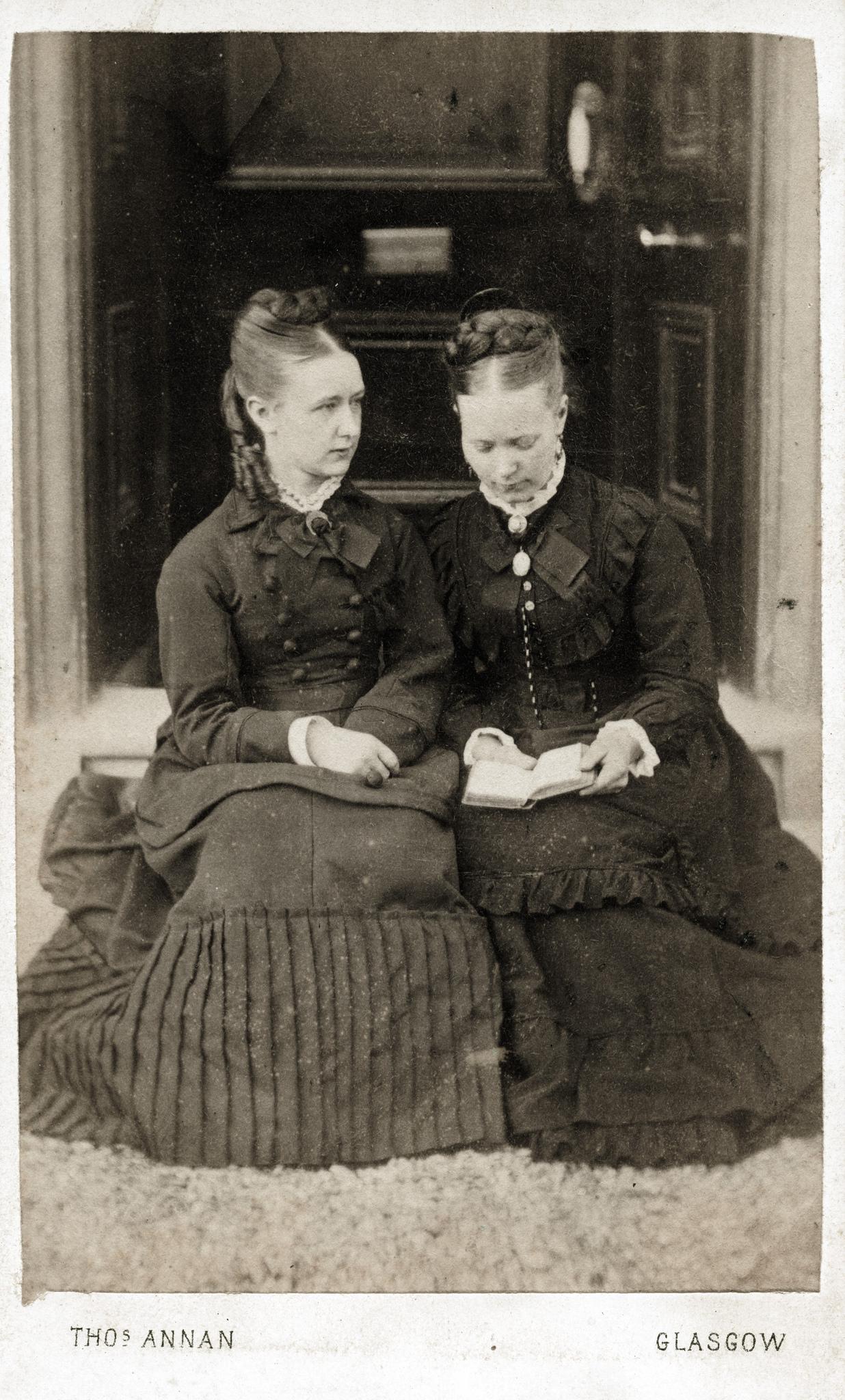 1858. Две женщины из Глазго