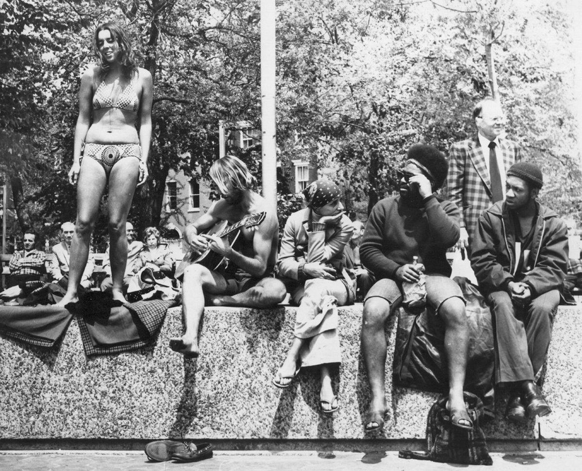 1967. Хиппи в парке Вашингтон-Сквер