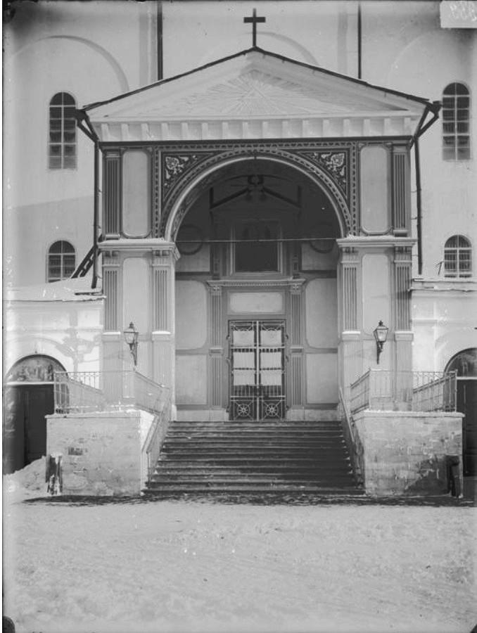 Вид на паперть Спасо-Преображенского собора