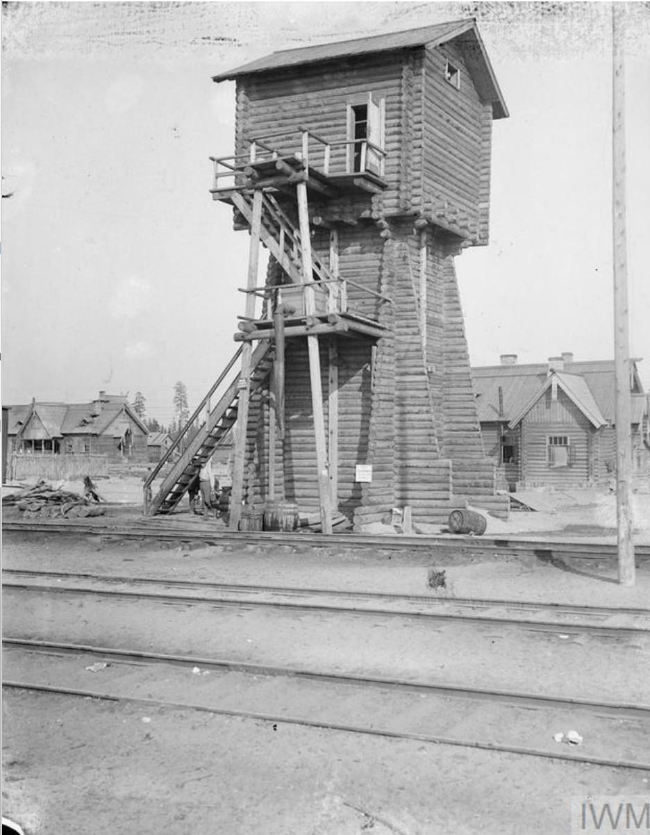 1919. Типичная водопроводная башня на Мурманской железной дороге